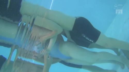 スピードアップの極薄水着で透け巨乳誘惑しっぱなし3泊4日水泳合宿 小梅えな 31