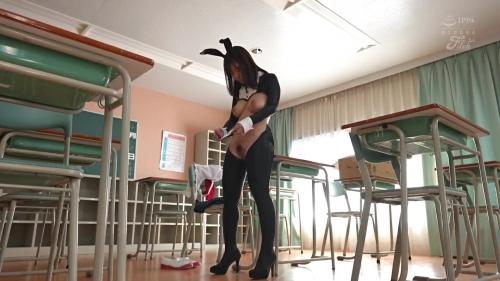 学園祭の模擬店で怜奈ちゃんがHな衣装を着て大騒ぎ!爆乳と股間が丸出しの卑猥過ぎる逆バニー接客サービス 桃園怜奈 13