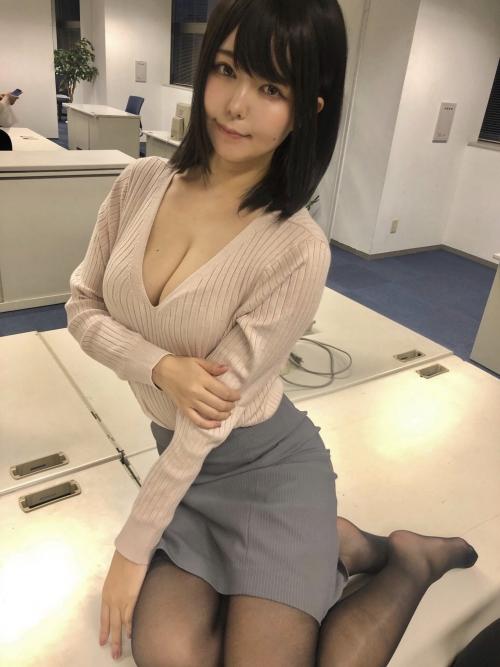 エッチな制服OL 23