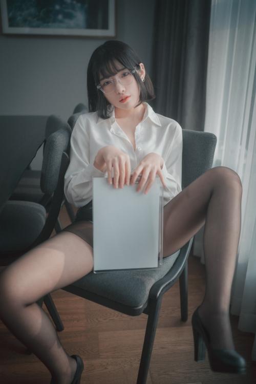 男が妄想する「えっちな秘書」 09