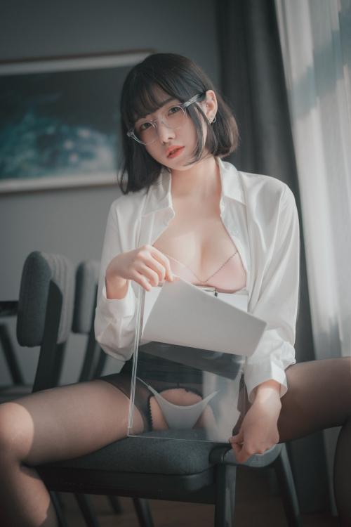 男が妄想する「えっちな秘書」 13