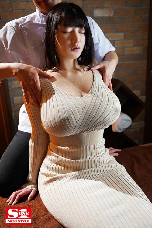 胸や股間にぴったり密着 浮き出たボディラインと潤んだ瞳で誘惑してくるニットワンピお姉さま 鷲尾めい 06