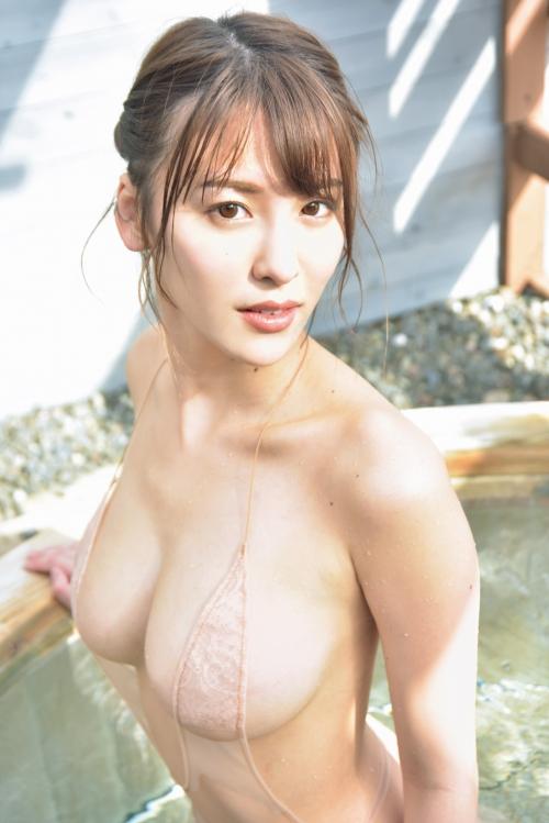 裸に見えて生々しいベージュの下着 エロ画像 08