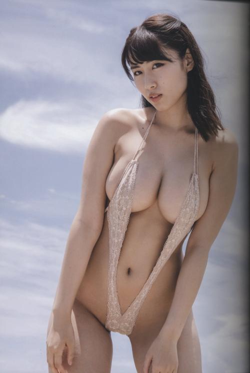 裸に見えて生々しいベージュの下着 エロ画像 13