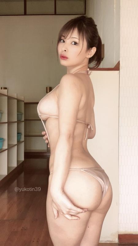 裸に見えて生々しいベージュの下着 エロ画像 16