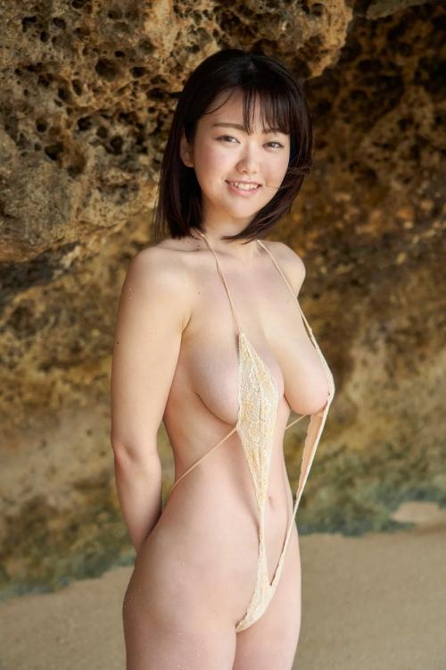 裸に見えて生々しいベージュの下着 エロ画像 20