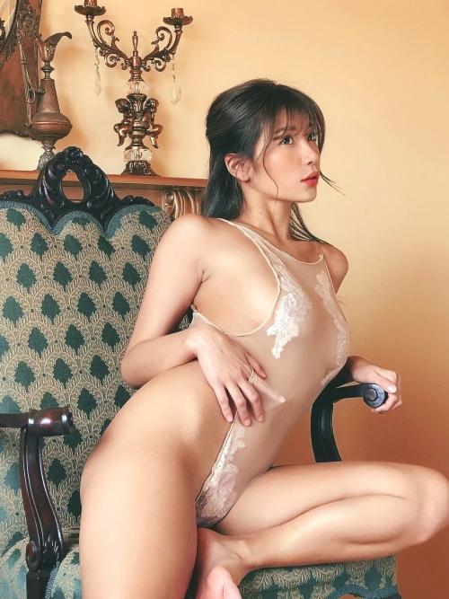 裸に見えて生々しいベージュの下着 エロ画像 22