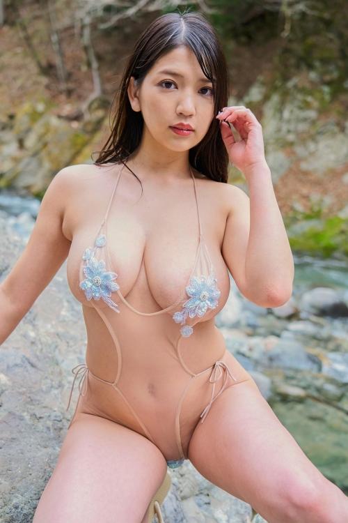 裸に見えて生々しいベージュの下着 エロ画像 46