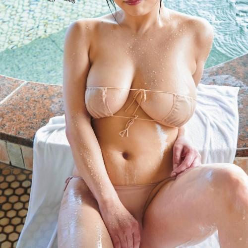 【はいてない?】裸!…………に見えて逆に生々しく恥ずかしいベージュの下着グラビア Vol.4
