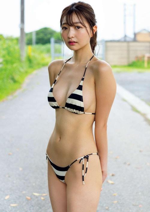 グラビアアイドル ビキニの水着 03