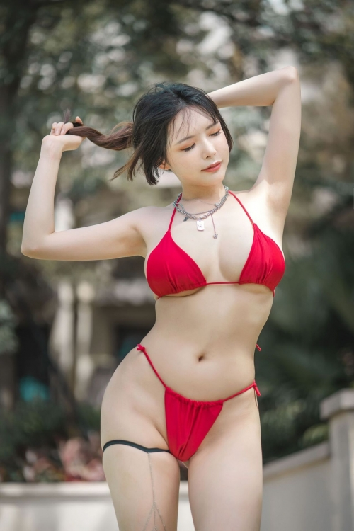 グラビアアイドル ビキニの水着 74