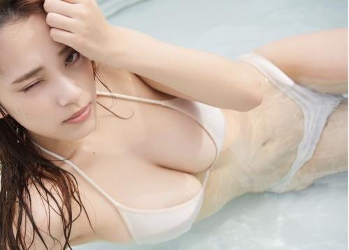 グラビアアイドル ビキニの水着 02