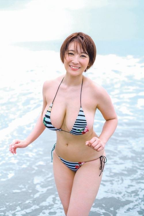 グラビアアイドル ビキニの水着 04