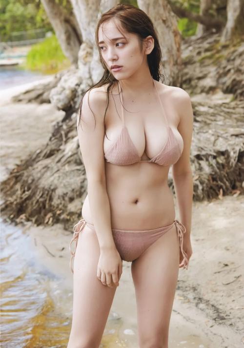 グラビアアイドル ビキニの水着 11