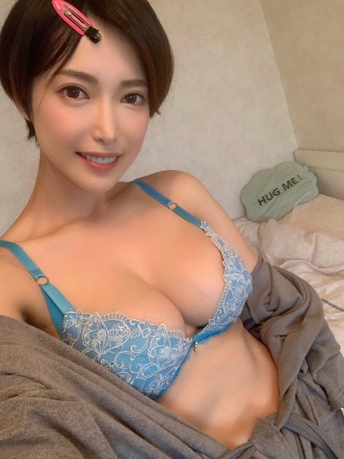 巨乳人妻・熟女AV女優 19