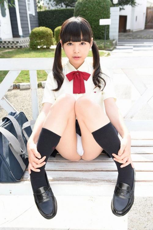 JKパンチラ × M字開脚 06