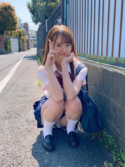 JKパンチラ × M字開脚