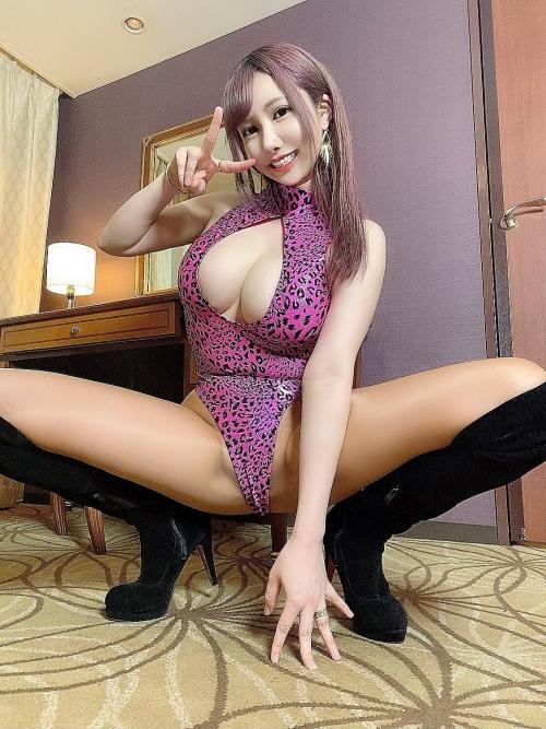 m 20210615 015s - 脚をM字に広げて女性生殖器を見せつける女さんたち。【画像25枚】