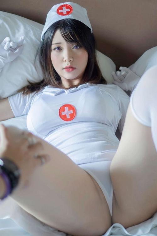 m 20210615 021s - 脚をM字に広げて女性生殖器を見せつける女さんたち。【画像25枚】