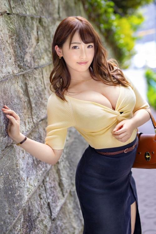 AV女優 おっぱいの谷間 01