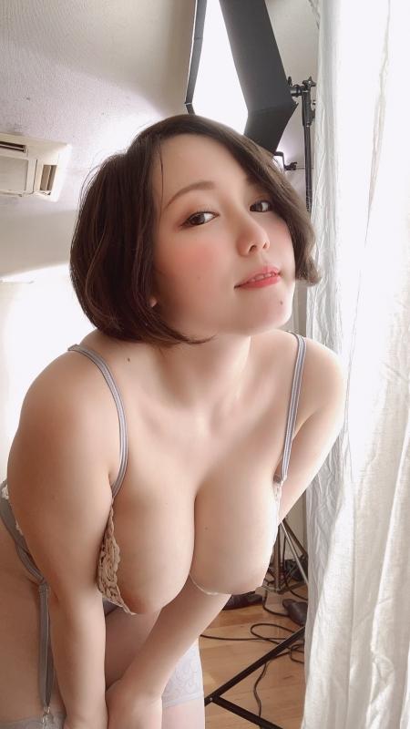 AV女優 おっぱいの谷間 57
