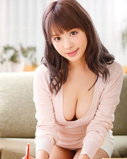 AV女優 おっぱいの谷間 エロ画像 13