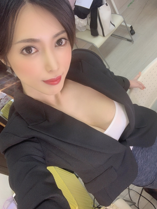 AV女優 おっぱいの谷間 エロ画像 40