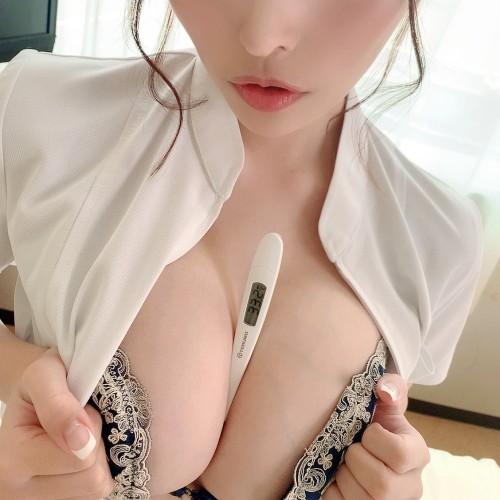 AV女優 おっぱいの谷間 エロ画像