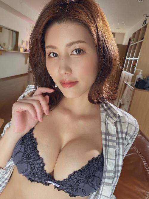 AV女優 おっぱいの谷間 エロ画像 14