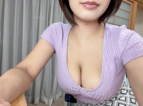 AV女優 おっぱいの谷間 エロ画像 30