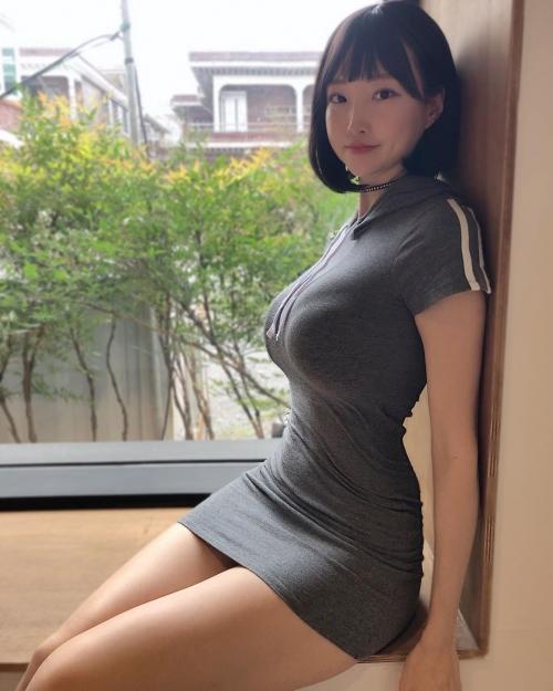 着衣巨乳 エロ画像 03