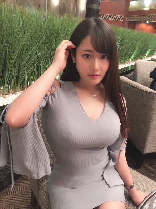 着衣巨乳 エロ画像 17