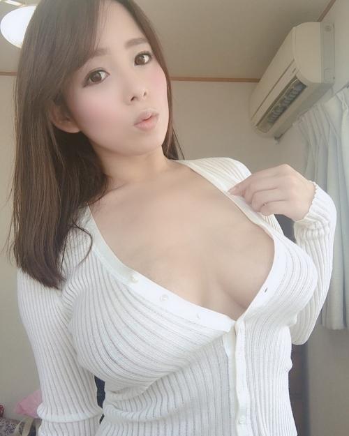 着衣巨乳 エロ画像 53