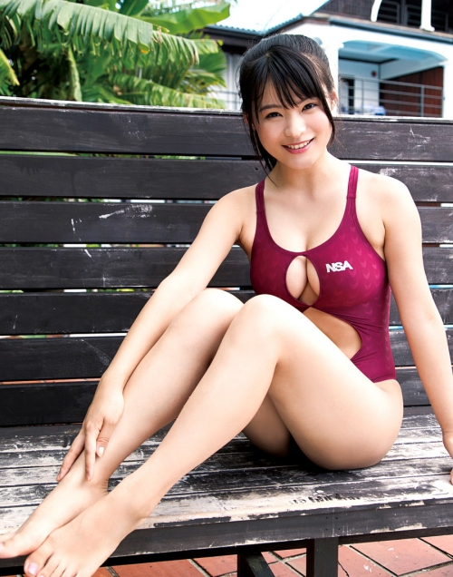 ぱっくり穴あき競泳水着 エロ画像 16