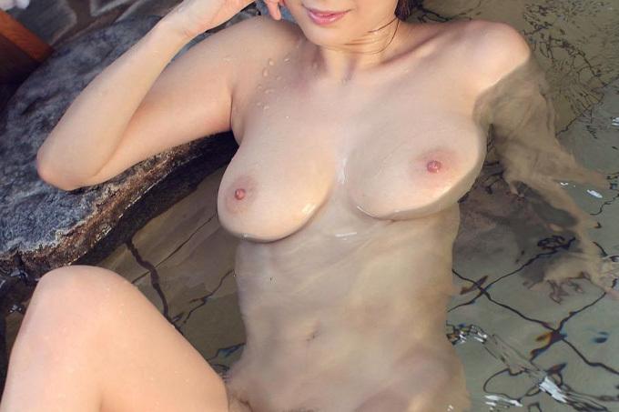 温泉とえっちなお姉さんのヌードエロ画像