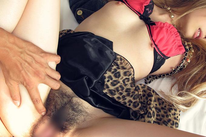 脱ぐより先にひとつになりたい…着衣セックスエロ画像