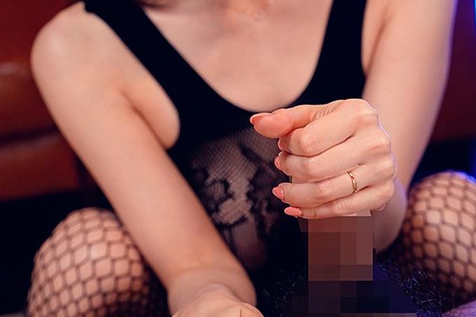 やらしくやさしくコキコキ…手コキエロ画像