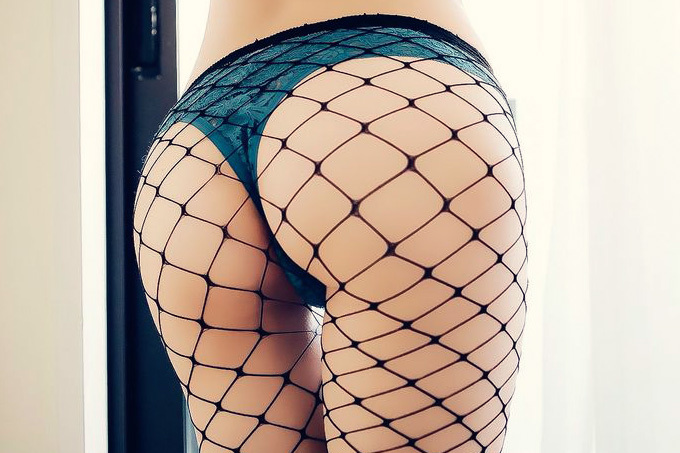 網目が大きいほどスケベに見える網タイツエロ画像