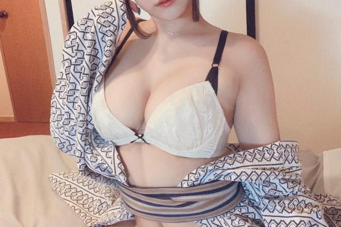 浴衣はだけて下着露出のエロ画像