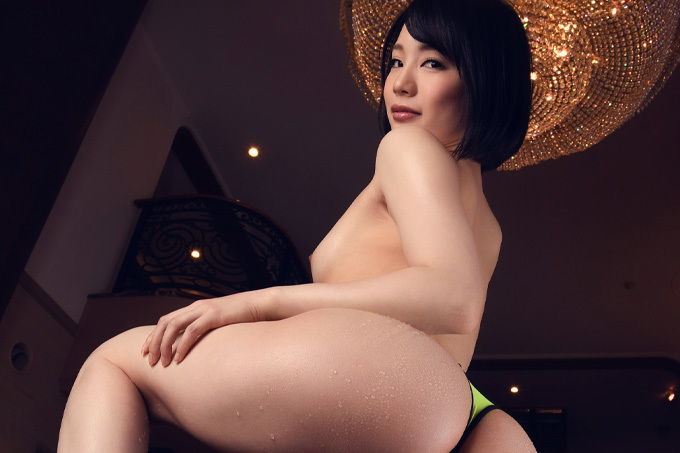 鈴村あいり 極上の質感と淫猥な曲線美の桃尻を弄ぶ。