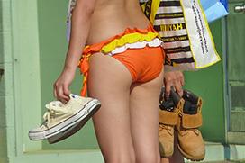 若い女の子たちのおっぱいやお尻のラインがモロ!スケベな身体つきに勃起してしまう素人ギャルの水着エロ画像