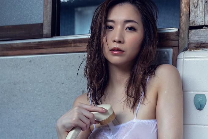 鈴木真夕 日常の中に溶け込んだGカップ美女の至極のエロス。