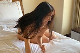 国民的アイドルさん、ホテルで半裸の写真を公開してしまう・・・