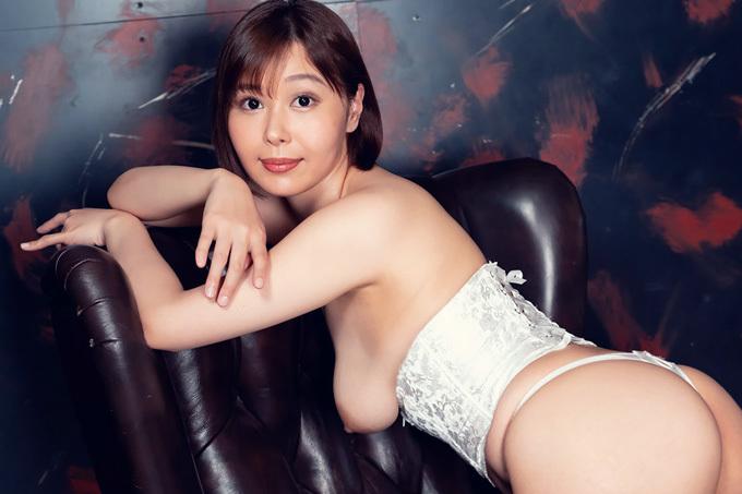 小川桃果 Gカップ豊満ボディの迫力満点濃厚セックス。