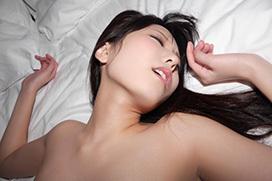 正常位でオーガズムを迎えた女のイキ顔画像100枚