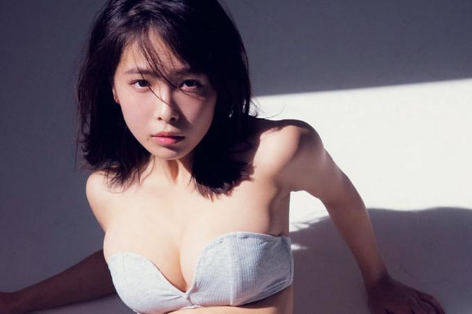 寺本莉緒 輝きと眩しさを増す19歳の新たな魅力。