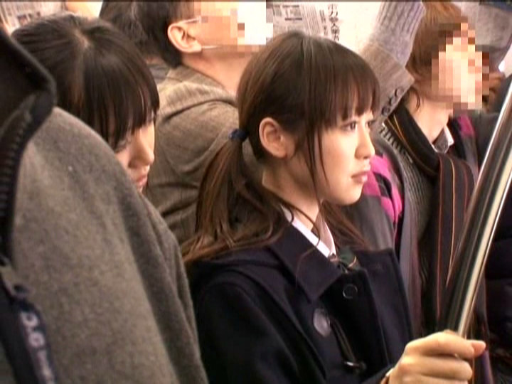 電車で痴女JKに狙われてる女子校生