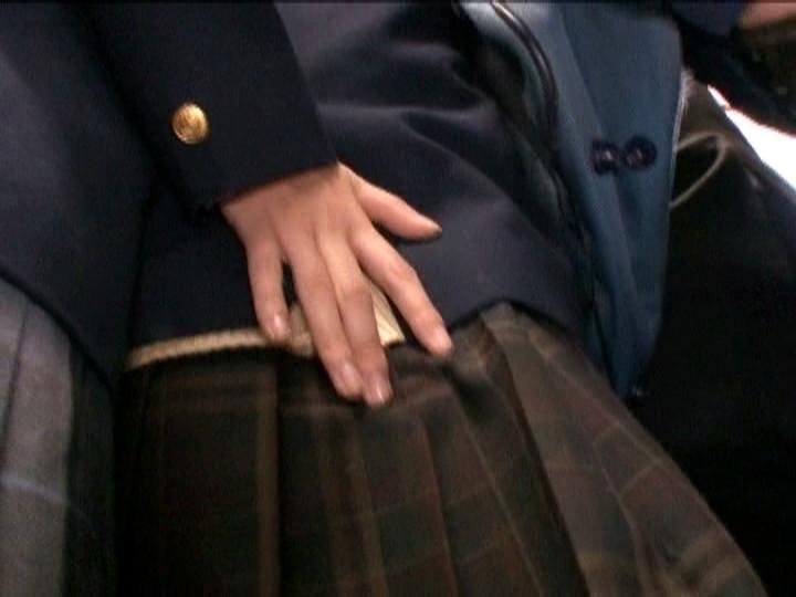 女子生徒の腰に手を触れる痴女JK