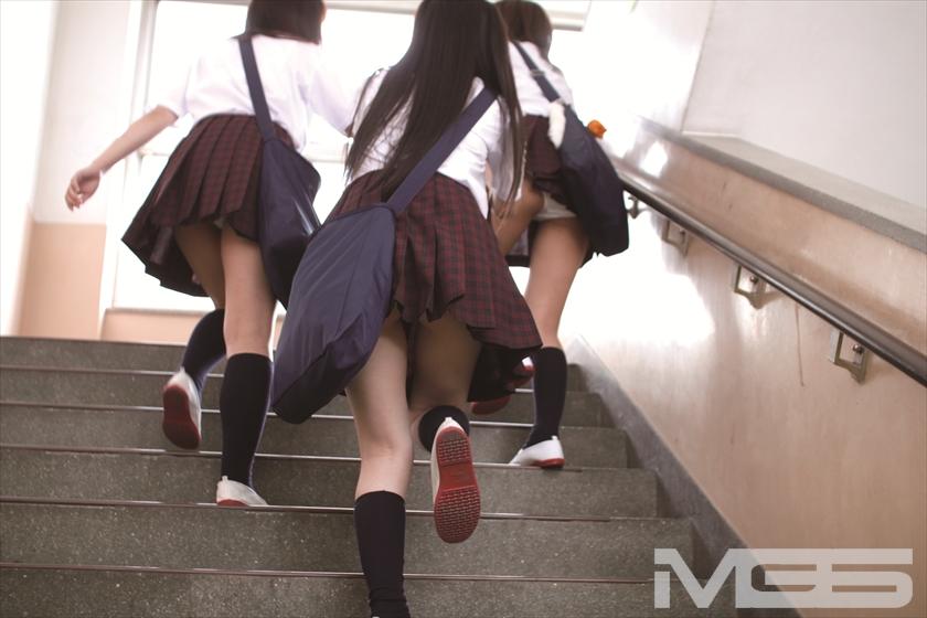 階段パンチラ