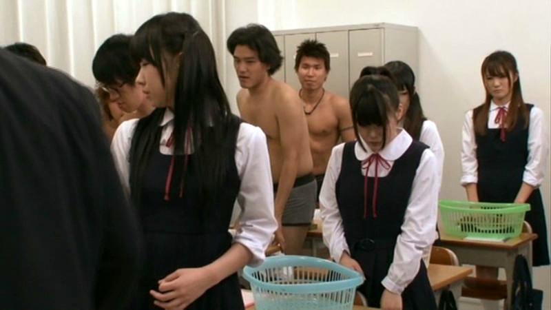 ジャンパースカートの女子生徒たち